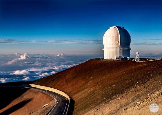 "Bild: Teleskop auf dem Mauna Kea Hawaii, ""cloudy formation""; www.2u-pictureworld.de"