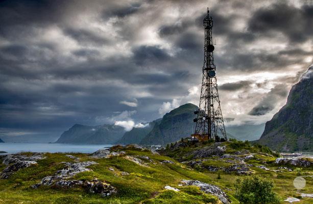 """Bild: Sorvagen hill, Moskenesoya island Norway, """"ray of hope"""", www.2u-pictureworld.de"""