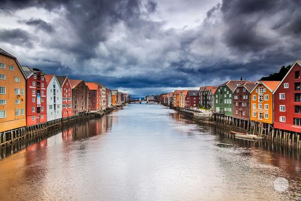"""Bild: Trondheim, """"sad summer Nidelva"""", www.2u-pictureworld.de"""