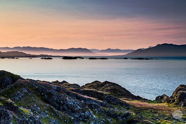 "Bild: Litloy Norwegen Nordland, ""Lofoten im Morgennebel"", www.2u-pictureword.de"