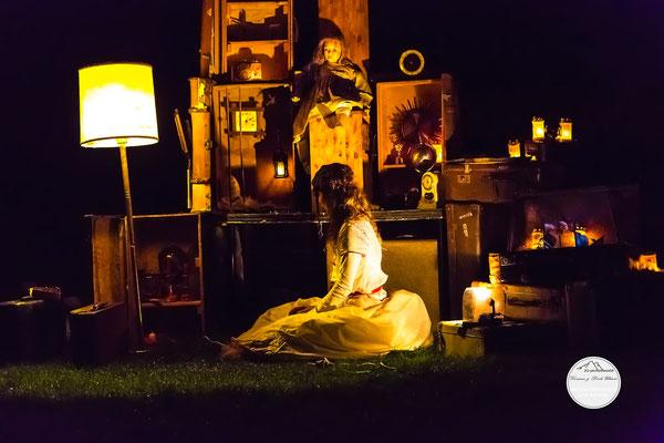 """Bild: Welttheater der Straße Schwerte 2015, Artistengruppe """"Anu"""", """"Weltenkammer im Dunkel der Nacht"""", www.2u-pictureworld.de"""