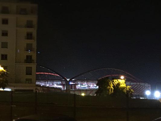 """Die Lichter des """"Estadio da Luz""""."""