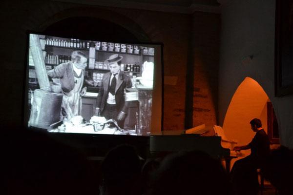 Pascal Pistone accompagne un court métrage de Buster Keaton