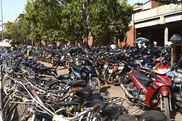 Parking des deux roues du grand marché couvert