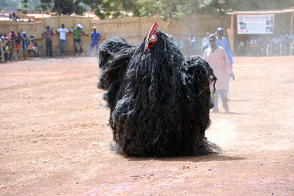 Masque fibres à tête de coq de Pilimpikou (Burkina Faso)