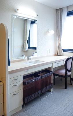 夫婦部屋/洗面台カウンター