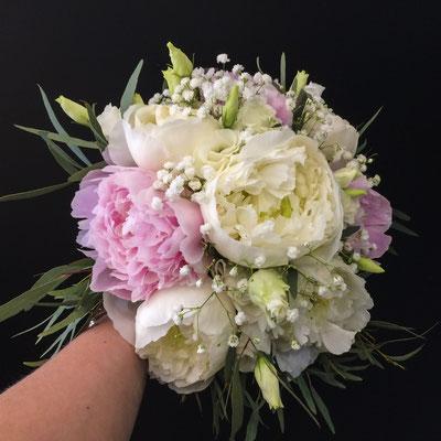 Bouquet rond mariée, pivoines