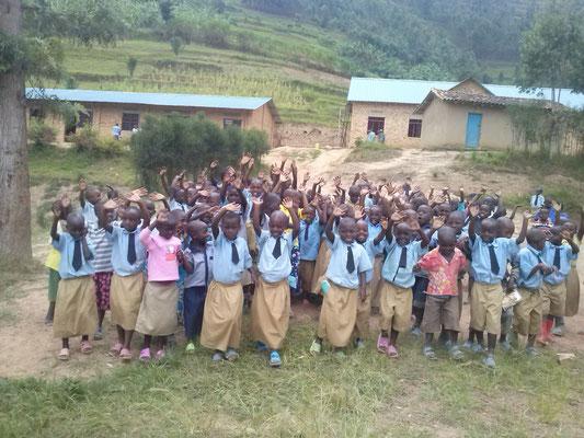 Les enfants de l'école Saint-Vincent de Paul de MUHIHI (Rwanda)