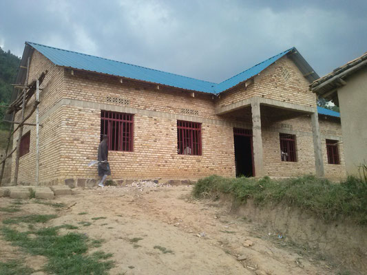 La nouvelle cafétéria de l'école Saint-Vincent de Paul de MUHIHI (Rwanda)