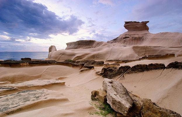 不思議な白い岩カプルプラワン