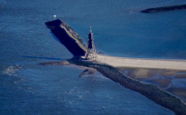 Die Kugelbake vor Cuxhaven aus der Luft bei herlichem Wetter