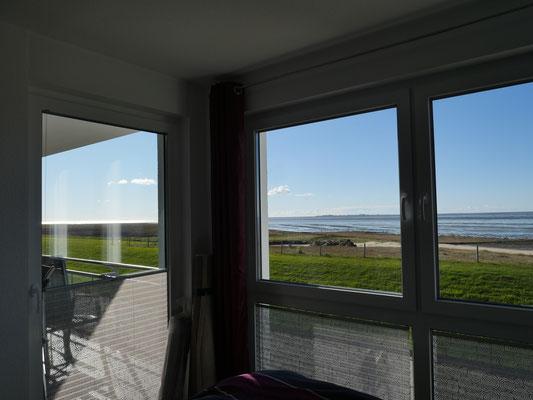 Der Meerblick aus dem Schlafzimmer der Ferienwohnung Nr. 13