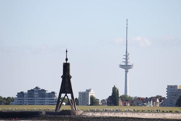 Der Lange Lulatsch (der Fernsehturm) recht von der Kugelbake