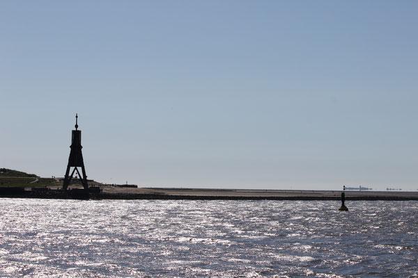 Die Kugelbake und die Insel Neuwerk im Hintergrund