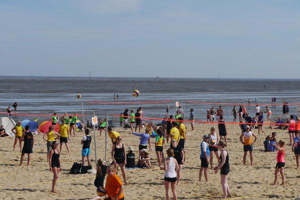 30 Spielplätze standen beim Beachvolleyball zur Verfügung