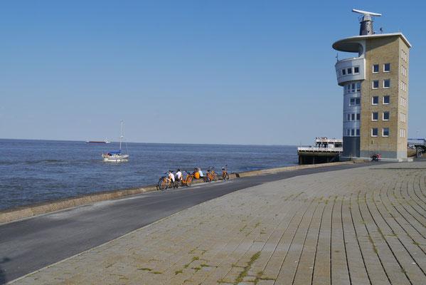 Die Alte Liebe von Cuxhaven hinter dem Radarturm von Cuxhaven