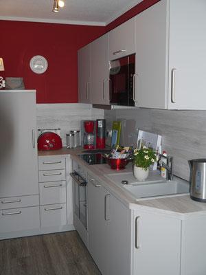 Die moderne Küche mit Geschirrspüler und allem was Sie für Ihren Urlaub benötigen