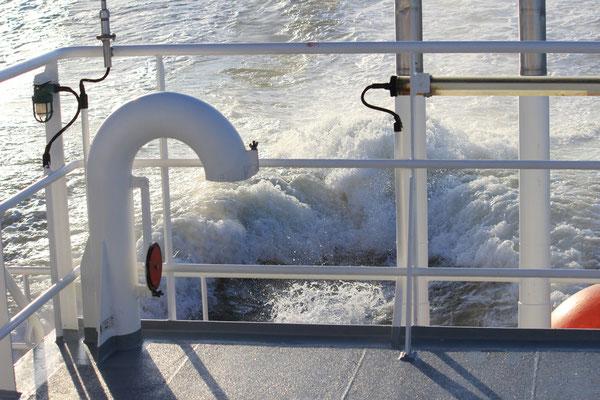 Der Antrieb schlägt kräftig Wellen.