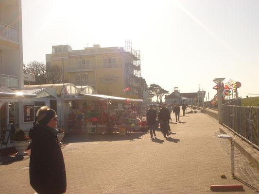 Die Duhner Strandtraße, die Kurpromenade von Duhnen