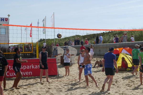 128 Hobbyklassenmanschaften nahmen am Beachvolleyball 2015 in Duhnen teil