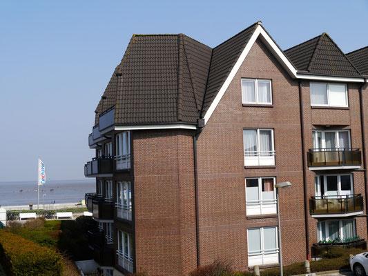 Ein sonniger Balkon direkt am Strand