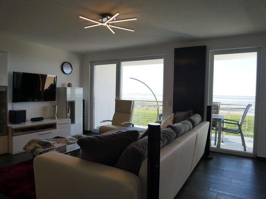 Das Wohnzimmer der Ferienwohnung Nr. 13 - Top Meerblick - Top Ausstattung