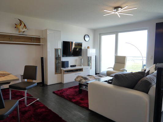 Die moderne und Helle Ferienwohnung bietet Ihnen 3 Flchbildfernseher mit WLAN