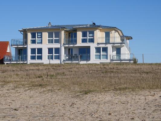 Die Residenz Windjammer vom Strand aus gesehen