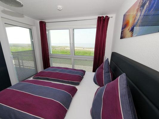 Das Schlafzimmer mit Meerblick in der Residenz Windjammer