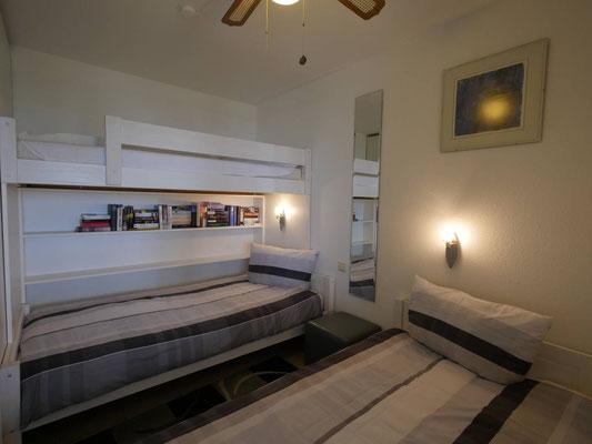 Über dem hinteren Bett befindet sich das Hochbett in der FeWo
