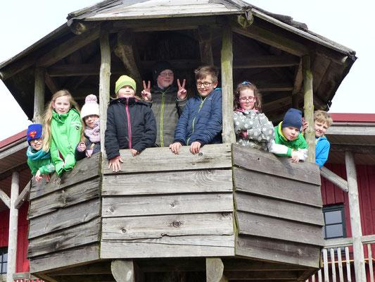 Gruppenfoto im Baumhaus