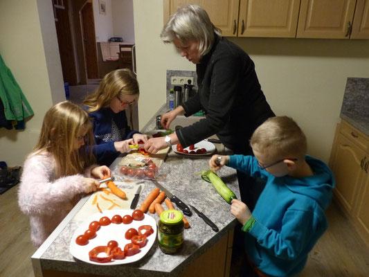 Gemeinsames Zubereiten des Abendessens