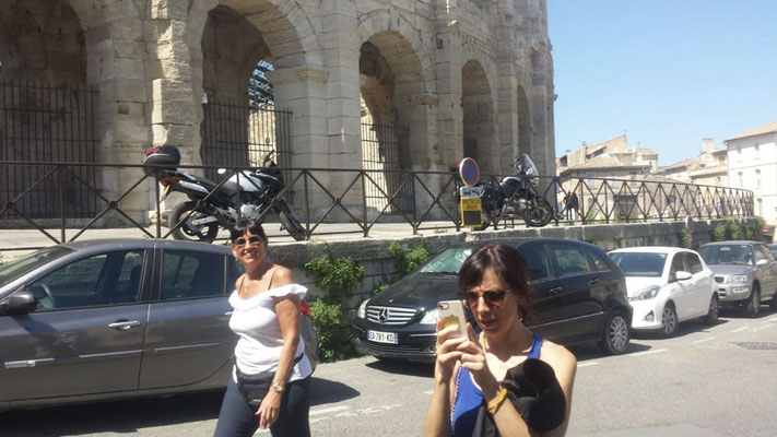 Jolanda walking next to my busy self next to the arena in Arles, Provence (South of France)