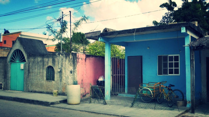Streets in Puerto Morelos & colourful houses