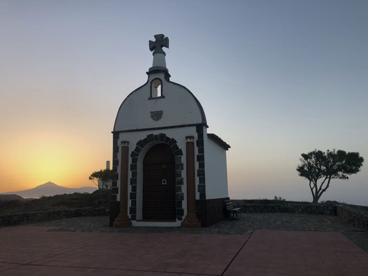 San Isidro at sunrise with view to Teide / Tenerife