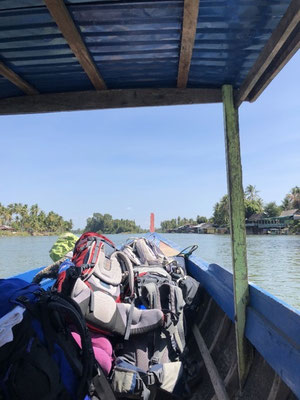 Leaving the 4.000 Islands in Laos on a small boat
