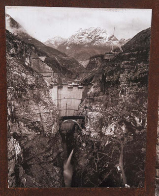 old pic: construction of the Vajont Dam