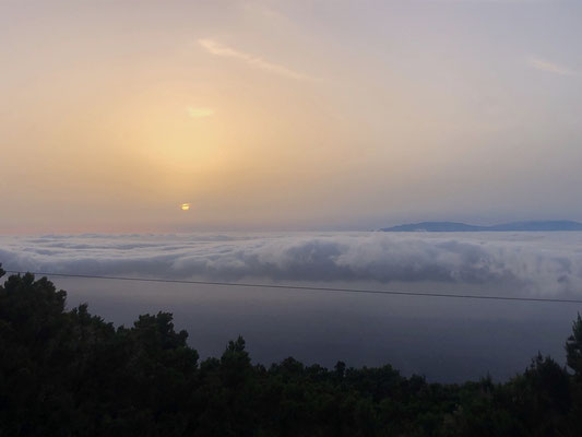 Sunset over clouds on La Gomera with view towards La Palma _ 05/2021