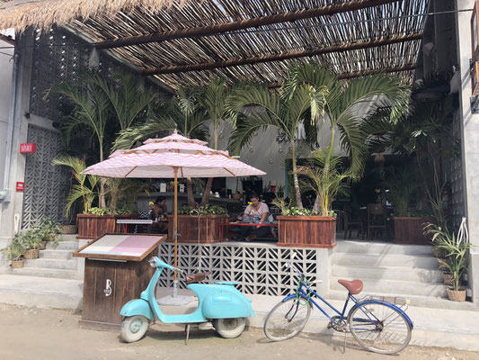 Open cafe in Holbox