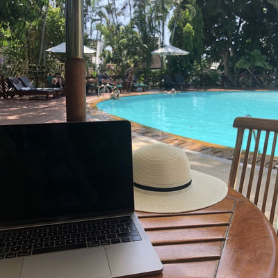 My favourite spots to work as an accountant in Kamala, Phuket (Thailand): next to the pool in the shade