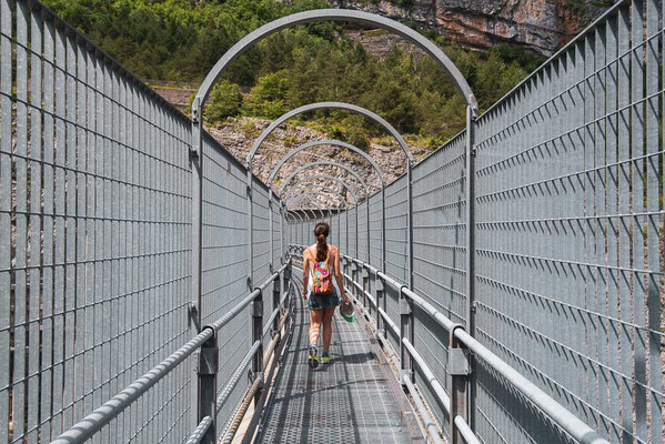 Walking over the very tall Vajont Dam let my knees shake