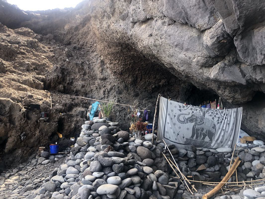 Last inhabited cave at Playa Medio - La Gomera