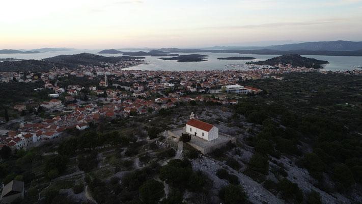 Unser Lieblingsplatz zum Sonnenuntergang, die Kapelle St. Roco