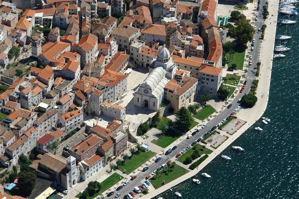 Die Promenade und die Kathedrale
