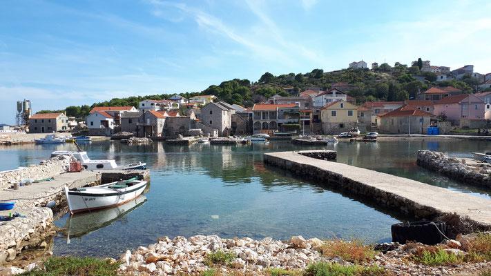 Hafen von Vrgada