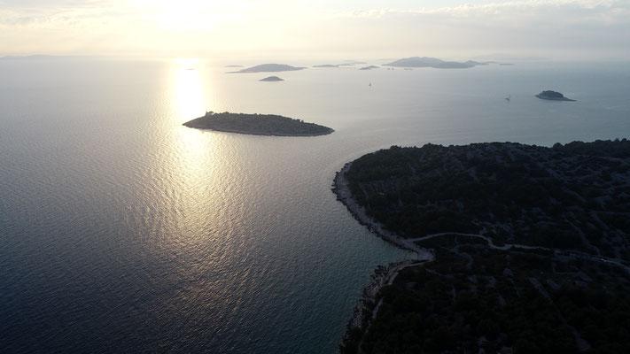Mitte oben: Leuchtturminsel Prisnjak