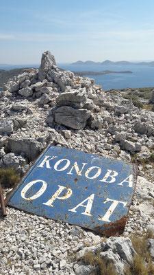 Schild auf dem Berg Opat