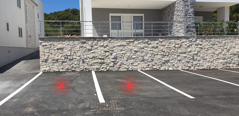 Unsere beiden Parkplätze,  unbedingt HIER parken!!!