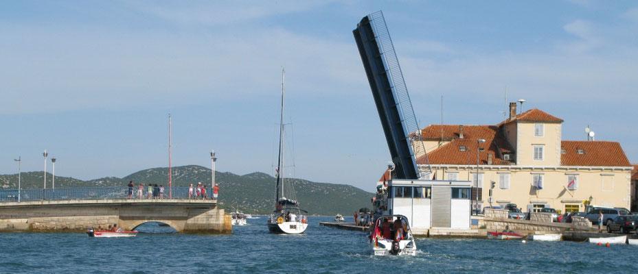 Hebebrücke zum Festland