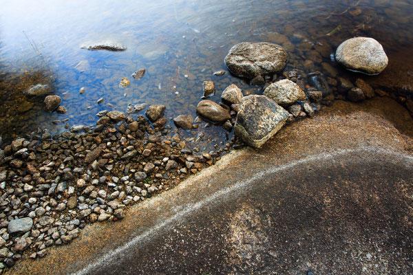 Wasser - Steine - Fels